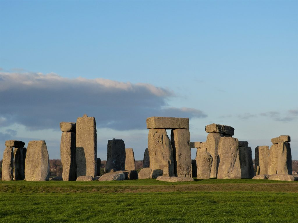 Stonehenge private guided tours in the evening