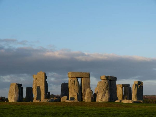 Stonehenge guided tours - Stonehenge in pastel colours in February