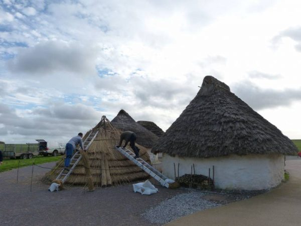 Avebury guided tours - at the Stonehenge Visitor Centre with Oldbury Tours