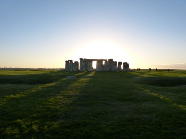 Your Stonehenge guide - lenghening midwinter shadows at Stonehenge